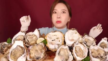 韩国美女吃超大牡蛎,一口一个大口秒吞,不料