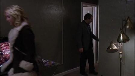 寻找阿曼达:泰勒的侄女带他来到个地方,她以
