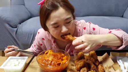 吃播:韩国美女吃货试吃蜂蜜炸鸡,配上韩式辣
