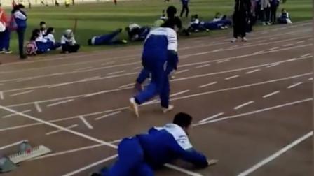 校园运动会跑步爆笑合集 少年何必行此大礼