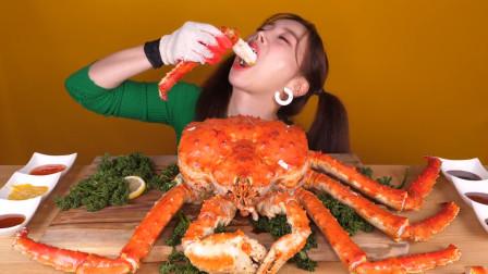 韩国美女网红的一餐,10斤的帝王蟹,一顿就吃掉