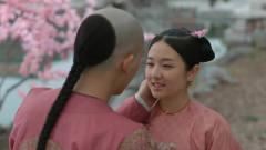 梦回:十三爷和小薇交换信物,亲吻的一刻被打