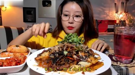 吃播:韩国美女吃货试吃牛肉炒面拌宽粉,配上