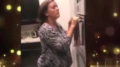 家庭幽默录像:女子刚拿驾照想载姥爷,姥爷我