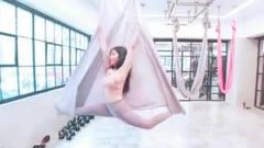 台湾瑜伽美女辛咩咩空中瑜伽自拍,太美了!