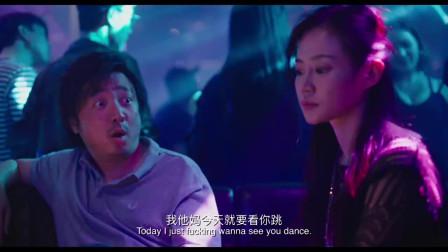 第一次见男人跳钢管舞,舞姿妖娆不忍直视,网