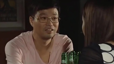 美女主动约男子去酒吧,谁料男子假正经,下秒