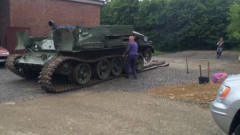 军事:装甲战车换履带,领导给派了个重量级的