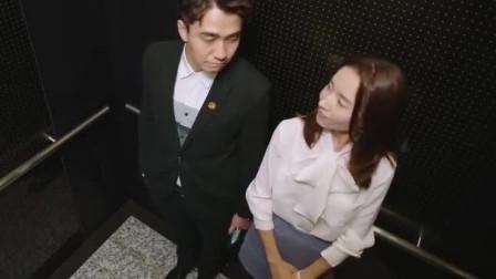 美女秘书穿短裙上班,总裁的摄像头忘了关!