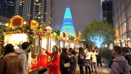 上海圣诞夜市,好多美食小吃,美女围着小火车