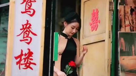 街拍:不是每个人都能驾驭旗袍,小姐姐例外