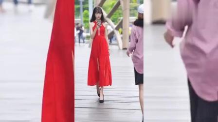 街拍美女:路上偶遇红裙小姐姐,复古风迷倒了