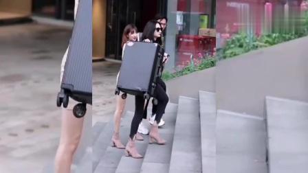 街拍美女:难道所有小姐姐单身时都是女汉子吗