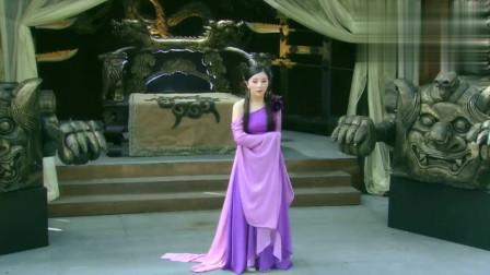 黄蟒大仙幻化成美女,穿上一袭紫色长裙