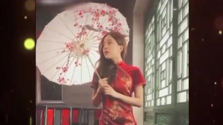 家庭幽默录像:两美女装扮成白素贞与小青,逛