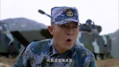 火蓝刀锋:蒋小鱼恶搞老兵,竟往他的汤里放泻
