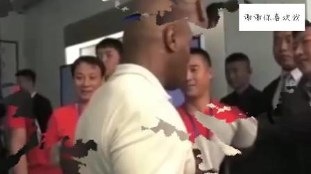 当年拳王泰森曾来中国指导拳击技巧,不愧是拳