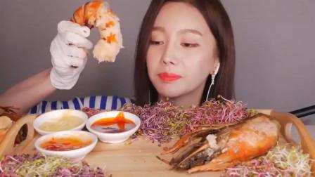 韩国美女吃的虾好大一只,满口都是肉,这太过
