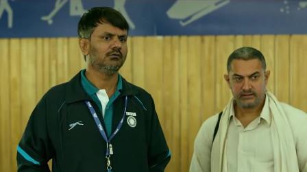父亲送女儿进国家体育学院,却发现这个教练自