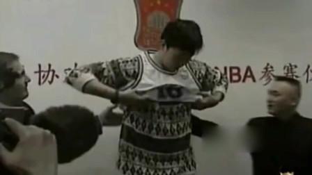 姚明霸气怼篮协:不让我去N*A,我就退役!
