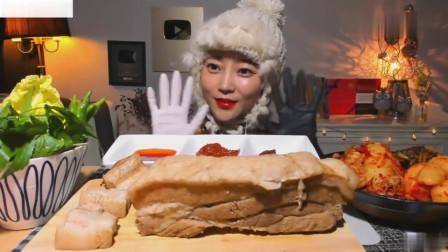 吃播:韩国美女吃货试吃白灼猪肚,蘸上韩式辣