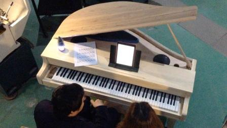 在超大车间弹奏自制钢琴,效果堪比音乐厅