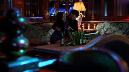 美女郁闷买醉,酒吧小伙二话不说直接带回家