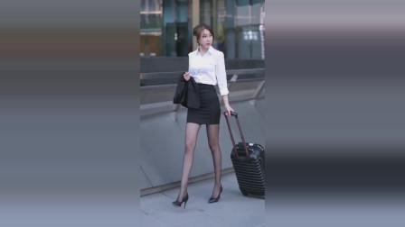 街拍:不胖不瘦穿职业装,小姐姐是空姐吗?