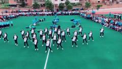 学校运动会上,女生这一跳,成为学校最亮的风