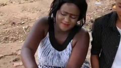 方便面在非洲太受欢迎,美女一次煮这么多,这