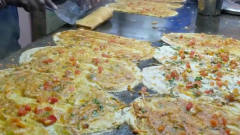 印度人的美食技能没话说,一人煎饼就能顶十个