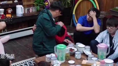 综艺:张子枫抱着黄磊撒娇,黄磊又摸头又搓手
