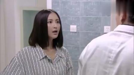 美女闯进男厕所,看见男人竟理直气壮
