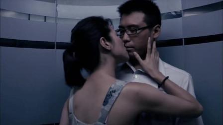 男子电梯里突然被美女献吻,这幸福来得太突然