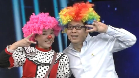 王为念想加入中国小丑军团,现场戴上假发扮演