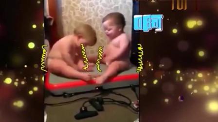 家庭幽默录像:宝宝发现自己胖了后赶紧动起来