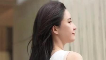 街拍:据说这种气质优雅的女孩子,只有25岁以下