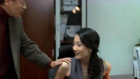 老总看美女秘书默不作声,胆子越来越大,下秒