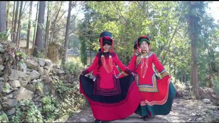 四川农村彝族一姑娘出嫁,美女们个个打扮得花