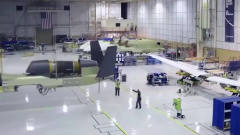 军事:美国军工展示军用无人机制造工厂