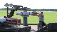 军事:士兵给最可怕的*-1补充弹药