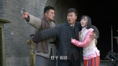 东风破:美女特工在汉奸面前演戏,汉奸果然上