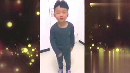 家庭幽默录像:男孩模仿捣蒜舞,这实力,当之