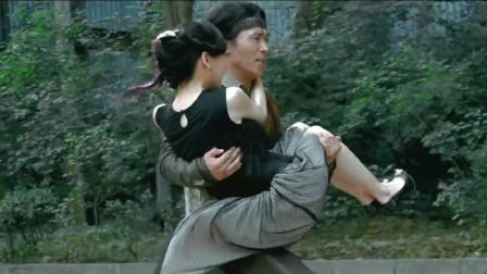 岳松飞起踹入面包车,一脚踹开车门,抱起美女