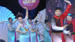 热门广场舞《歌唱新时代》,舞美歌甜,前面的