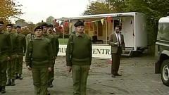 憨豆先生训练军队,这奇葩的姿势是憨豆幽默没