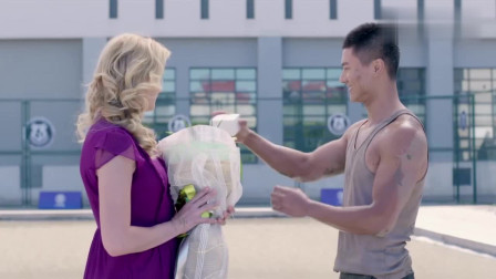 麻辣变形计:男教官另类求婚,一身泥巴公主抱