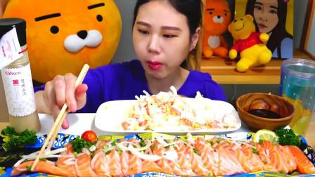 美食吃播韩国大胃王,美女试吃极品生鱼片,蘸着酱油吃的真香