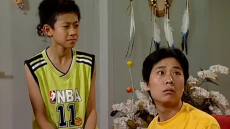 体育老师来看小雪,说她受伤跟鞋无关,刘星的