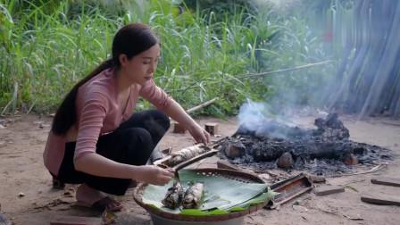 农村美女户外野炊,今天做了道最拿手的竹筒烤
